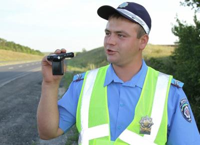 Инспектор ГАИ снимает на видео